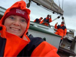 Glad besætning og Esbjerg Matroser i regntøj